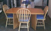 Salle a manger - Table de cuisine + 6 chaises en bois
