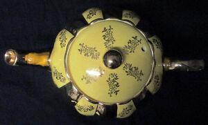 STATE GIBSONS ENGLAND TEAPOT YELLOW WITH GOLD OVERLAY Stratford Kitchener Area image 2