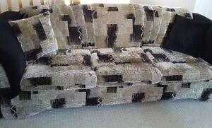 SOFA & LOVESEAT + ACCENT PILLOWS- MADE IN CANADA (REDUCED PRICE) London Ontario image 1