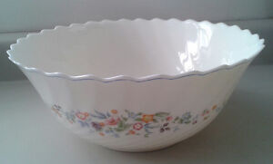 Vintage Arcopal Victoria Serving with Rippled Edge