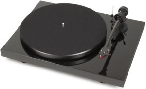 PRO-JECT DEBUT CARBON (DC) Turntable ON SALE $499 (Regular $619)