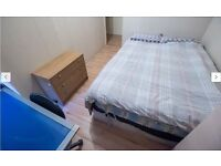 *Stunning Double room in Poplar 2 Showers & toilets