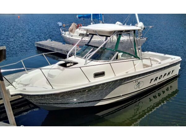 Used 2001 Bayliner Trophy 2352