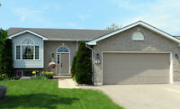 Meaford 4 bedroom + office, 3 bath family home.