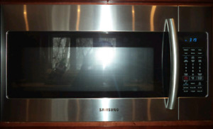 SAMSUNG STAINLESS STEEL MICROWAVE FOR SALE!