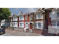 Spacious 2 bed ground floor flat with garden near East Ham Station