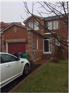 Town Home 5brx4ba for Lease in Brampton at Queen X Chinguacous