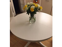 White circle / oval dining table