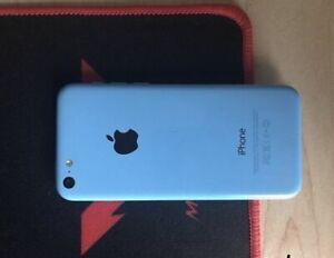 iphone 5C 32 GB with case