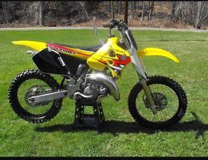 Cherche Motocross 125 2 temps rm yz kx cr