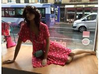 Sitting down mannequin