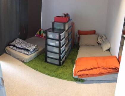 Roomshare available for 1 female (Docklands) Free Tram Zone