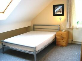 Great double room, convenient location, near station, shops, leisure centre in Redhill