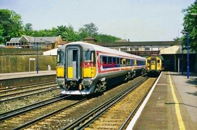 PHOTO  WEYBRIDGE RAILWAY STATION. 2419 AND  1538. DOWN SERVICES. 30.5.98