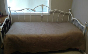 Vintage White Daybed