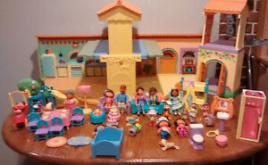 Dora Dollhouse and Figures