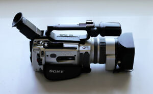 Sony 3CCD VX2000 Camcorder