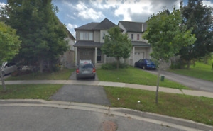 Beautiful House for rent in Oshawa 5mins from UOIT/DC!