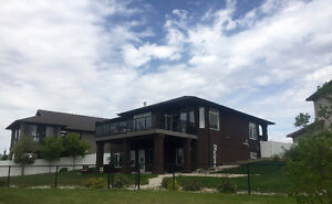 GORGEOUS FULLY FURNISHED WALKOUT BUNGALOW EAST REGINA FOR RENT