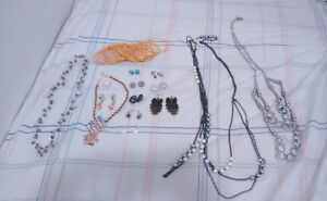 Various small jewellery