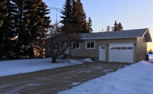 Newly renovated bungalow in Daysland.