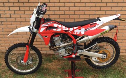2016 SWM RS500R Practically Brand New Rutherford Maitland Area Preview