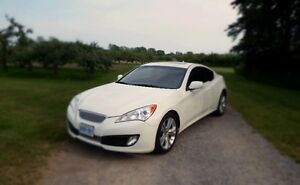 2010 Genesis Coupe 2.0T **Low KM***