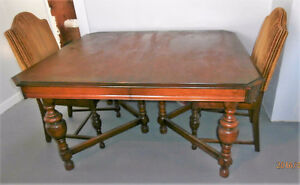 ANTIQUE TABLE/CHAIRS/CHINA CABINET/BUFFET HUTCH