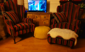 Armchairs and footstool set
