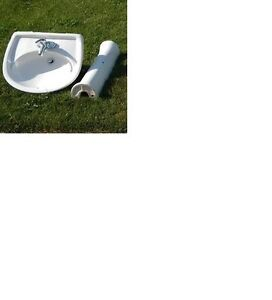 Pedestal Sink with Chrome Faucet - Excellent condition