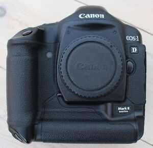 like new canon EOS 1D mark ii pro dslr body with charger