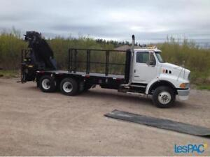 AUBAINE .Camion Boom truck Ford Sterling 2006 et grue Hella 2005