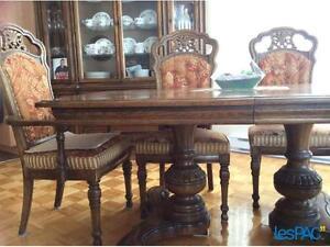Ensemble de table et vaisselier en bois massif