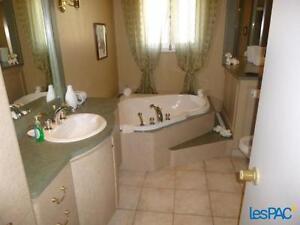 Maison avec revenue, pour petite hypothèque ou investisseur Saguenay Saguenay-Lac-Saint-Jean image 5