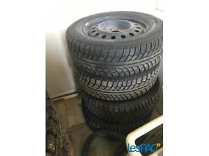 04 pneu d'hiver nokian  195 65 15 avec rim
