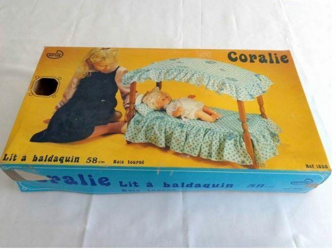 Lit de poupée à baldaquin en bois - eria années 70