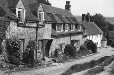 PHOTO  COTTAGES AT EAST DEAN 1951