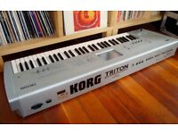 KORG TRITON CLASSIC SYNTH KEYBOARD / SAMPLER