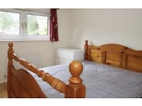 Summer Let in Spacious 2 bed flat! Perfect location!