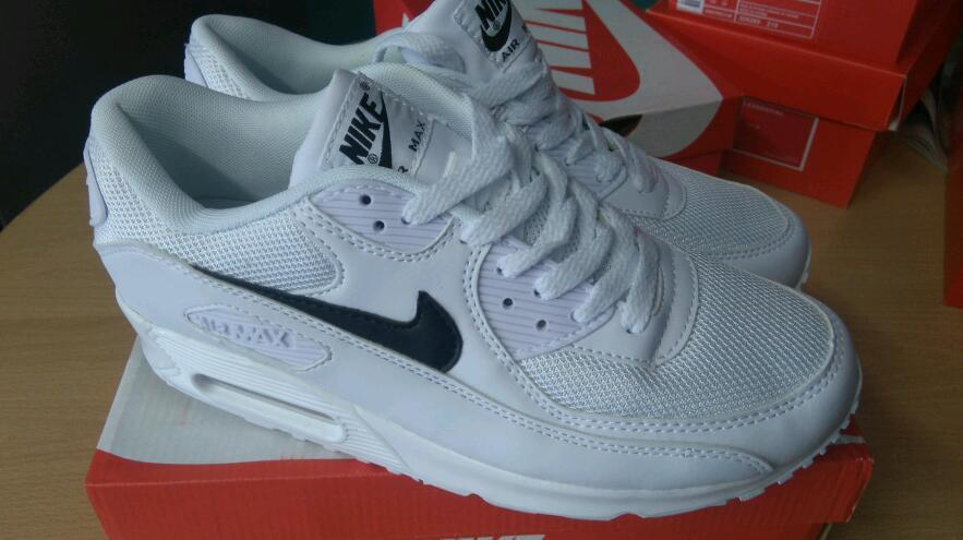 czvke Nike air max all different colours | in Stoke-on-Trent