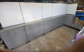 Grey Kitchen J-pull handlelessGLOSSNEW