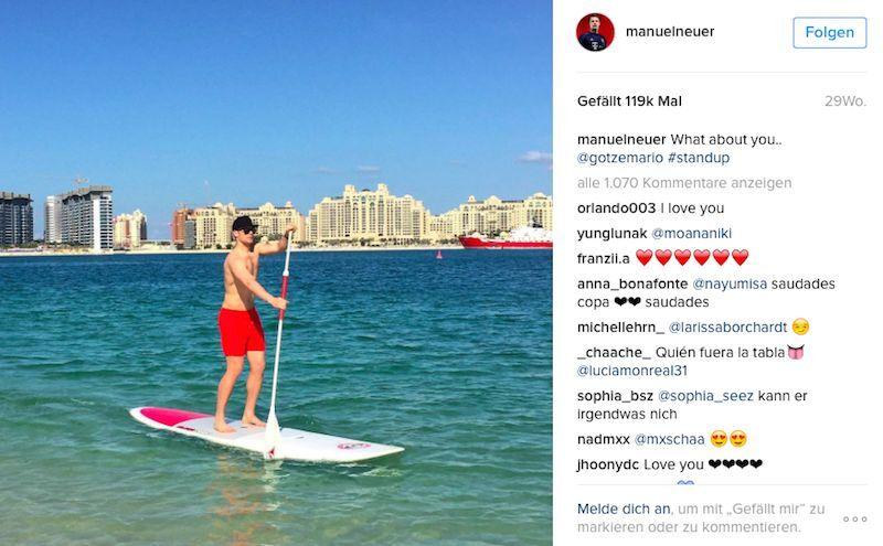 Typisch Manuel Neuer. Hauptsache Action, auch im Urlaub. Hier beim Stand Up Paddling. (Bild: Instagram/ @manuelneuer)