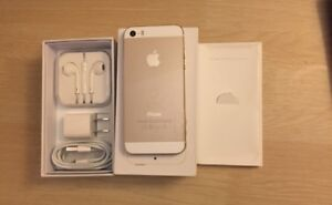 Iphone 5S gold 32gb brand new in box with accessories