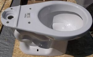 NEW 6.0 LPF MANCESA WHITE ELONGATED TOILET NEVER USED Belleville Belleville Area image 1