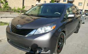 2011 Toyota Sienna LE AWD (4×4) 7 passagers, AC, caméra de recul