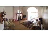 2 bedroom flat adjacent to Byers Rd, furnished, lots of character, available 1st August. P