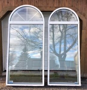2 grandes fenêtres en arche à vendre
