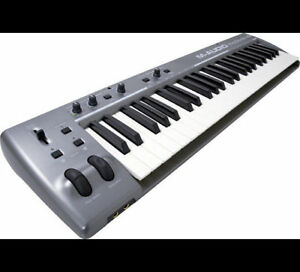 M-AUDIO KeyStudio 49i Keyboard