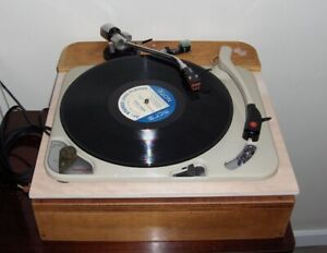 LOOKING FOR VINTAGE THORENS TURNTABLES