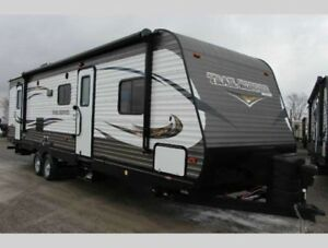 2016 Heartland TrailRunner 34' - Half Ton Tow, Bunks, Power